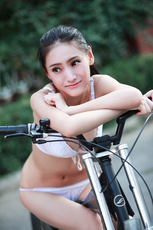 bicycle lady 0004
